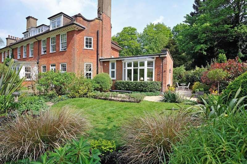 2 Bedrooms Flat for sale in St Georges Wood, Grayswood Road, Haslemere, GU27