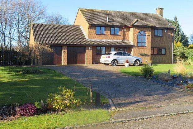 4 Bedrooms Detached House for sale in Heronsford, West Hunsbury, Northampton, NN4