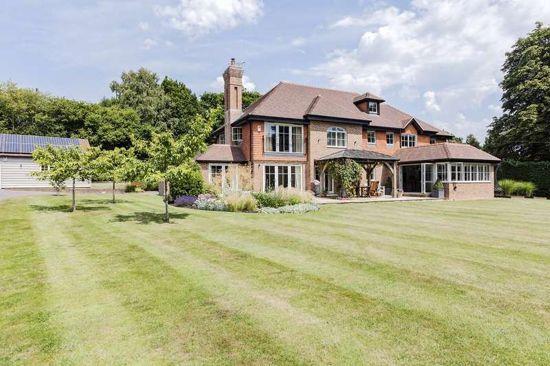 4 Bedrooms Detached House for sale in Pulborough/West Chiltington borders