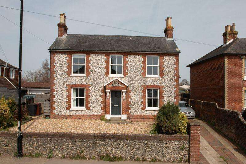 4 Bedrooms Detached House for sale in Fishbourne Road West, Chichester