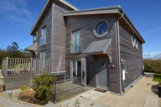 1 Bedroom Terraced House for sale in Trencom Lane, Carbis Bay, Cornwall