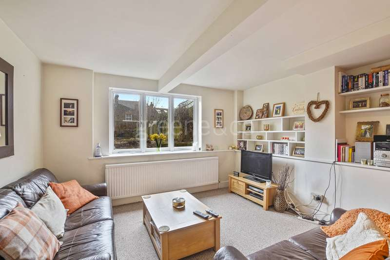 2 Bedrooms Maisonette Flat for sale in Oakfield Road, Stroud Green, London, N4
