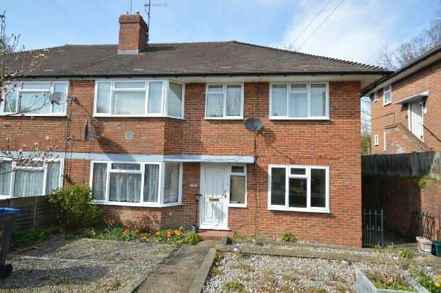2 Bedrooms Maisonette Flat for sale in Garrison Lane, Chessington