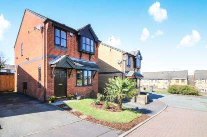 3 Bedrooms Detached House for sale in St. Annes Close, Blackburn, Lancashire, BB2