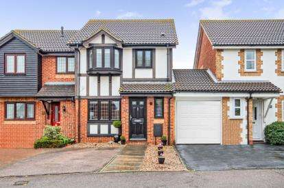 3 Bedrooms Semi Detached House for sale in Harold Wood, Romford, Essex