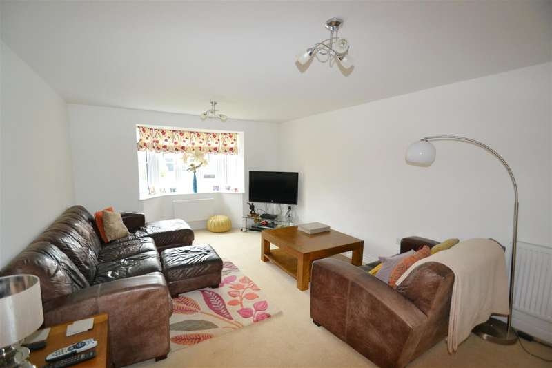 4 Bedrooms House for sale in Haine Close, Horley