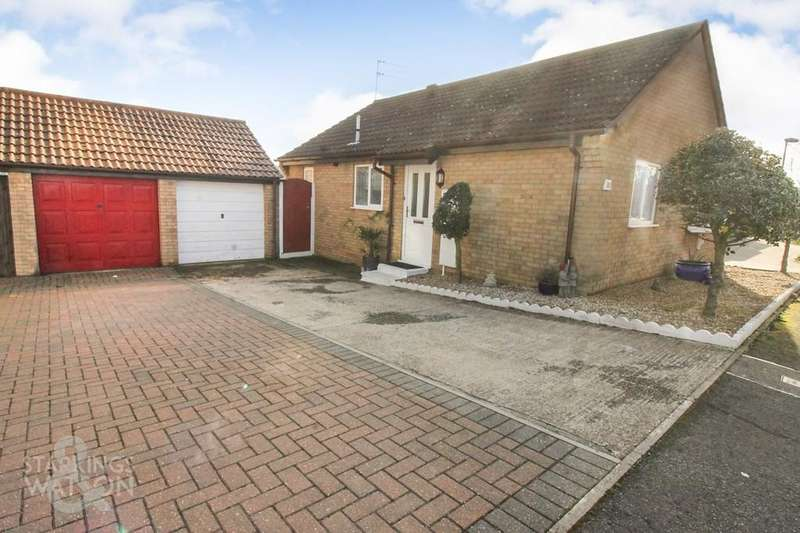 2 Bedrooms Detached Bungalow for sale in Noel Close, Hopton, Great Yarmouth