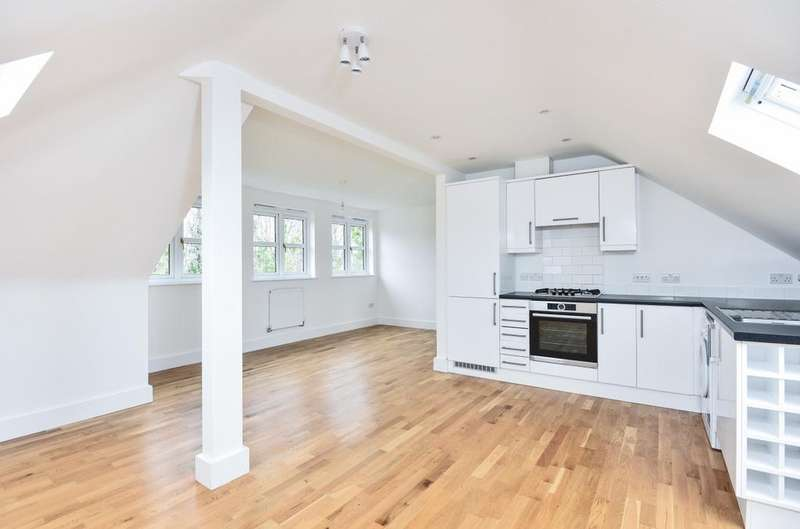 2 Bedrooms Flat for sale in Upper Elmers End Road Beckenham BR3