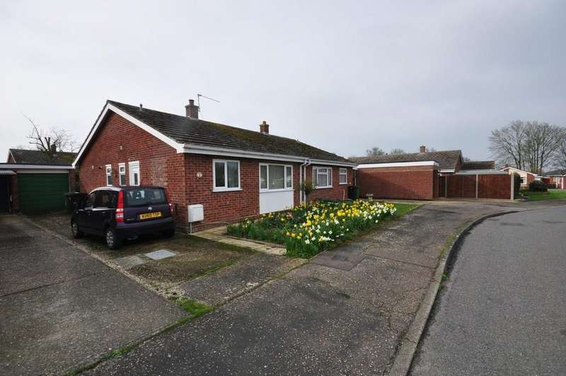 2 Bedrooms Semi Detached Bungalow for sale in Twiss Close, Roydon