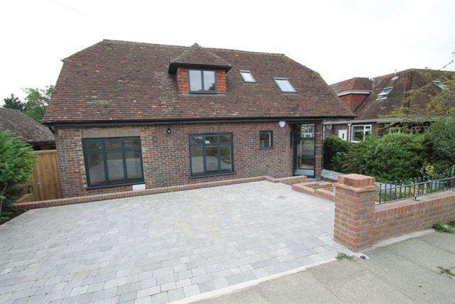 5 Bedrooms Detached House for sale in Court Close, Patcham, Brighton