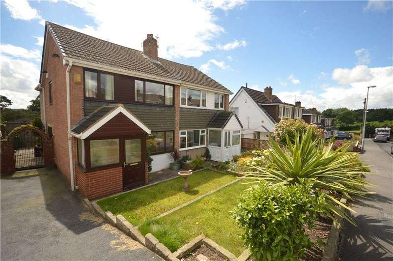 3 Bedrooms Semi Detached House for sale in Woodlea Close, Yeadon, Leeds, West Yorkshire