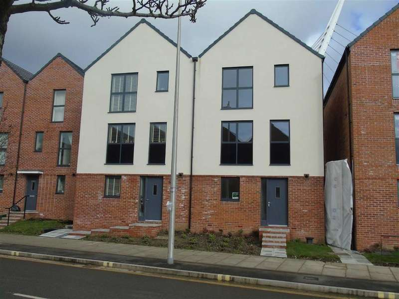 3 Bedrooms Town House for sale in Langdon Road, Swansea