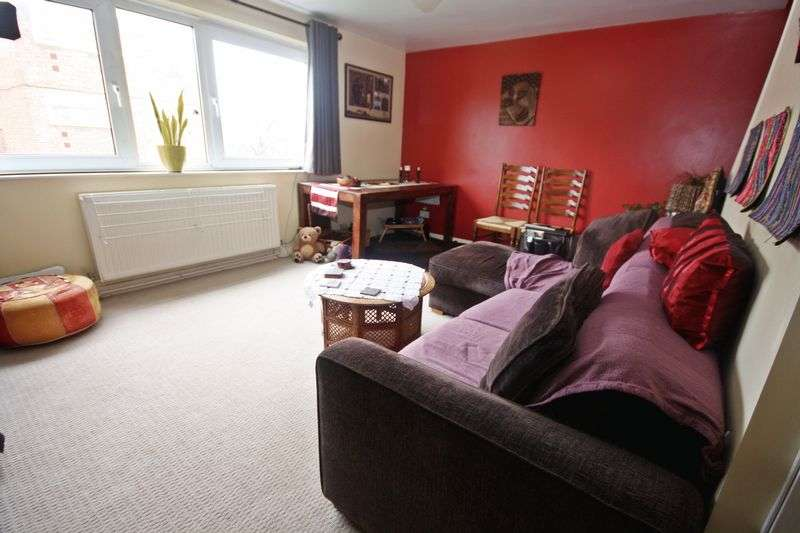 2 Bedrooms Property for sale in The Farmlands, Northolt