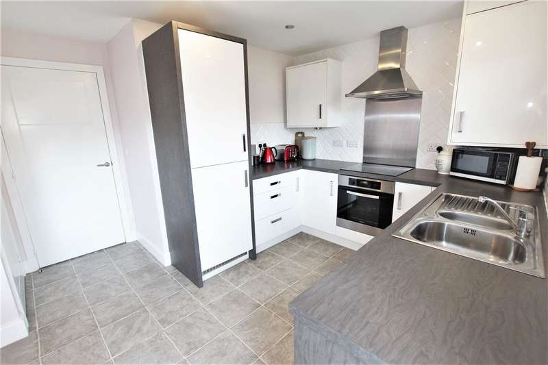 3 Bedrooms Semi Detached House for sale in Oakleaf Drive, Bamber Bridge, Preston