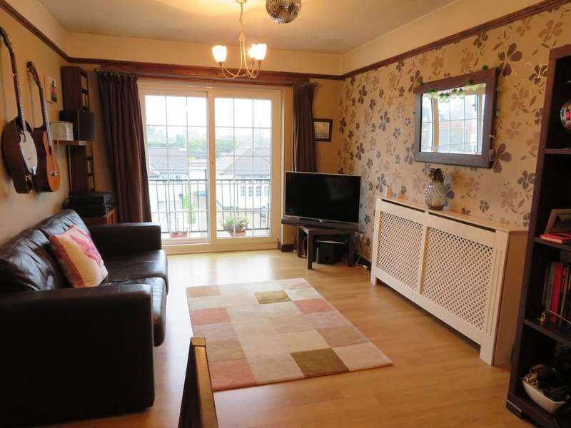 2 Bedrooms Maisonette Flat for sale in Wheatsheaf Lane, Staines-upon-Thames, TW18
