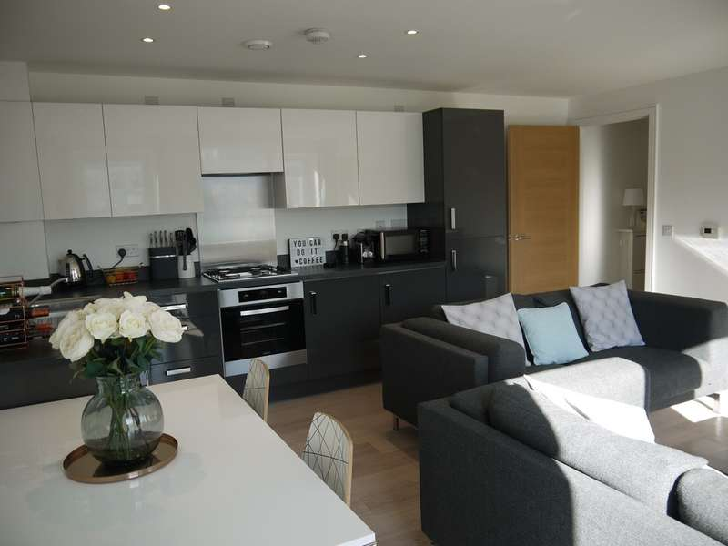 2 Bedrooms Apartment Flat for sale in West Plaza, Town Lane, Stanwell, TW19