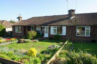 2 Bedrooms Bungalow for sale in Penlands Way, Steyning, West Sussex