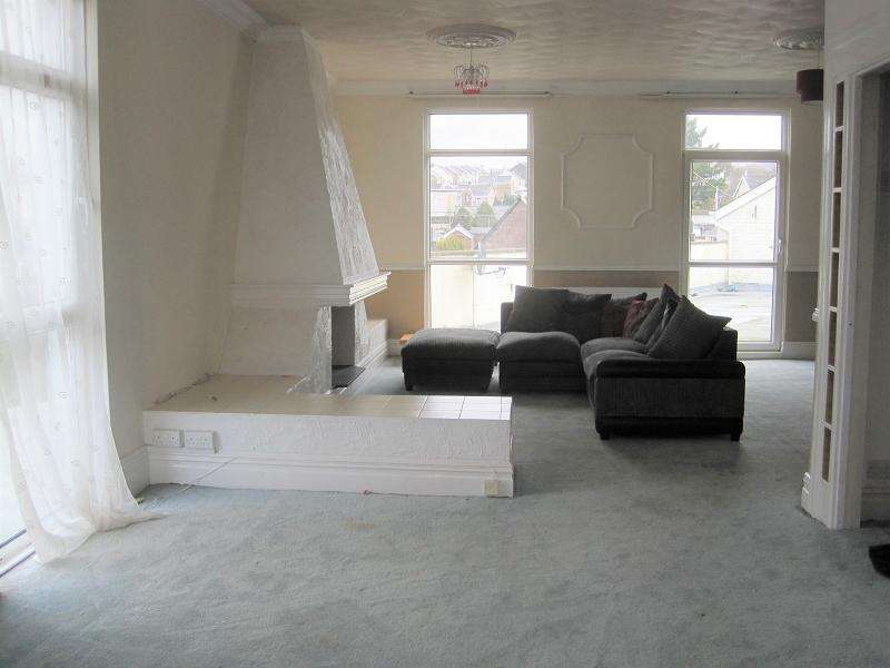 3 Bedrooms Flat for rent in Station road, Ystradgynlais, Swansea.