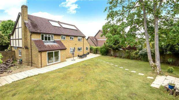 5 Bedrooms Detached House for sale in Blackwater, Camberley, GU17