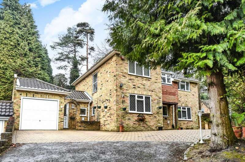 4 Bedrooms Link Detached House for sale in Iberian Way, Camberley, GU15