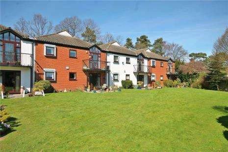 2 Bedrooms Flat for sale in Stokes Ridings, Chapel Road