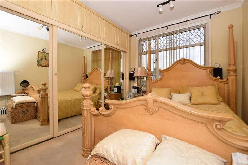 3 Bedrooms Terraced House for sale in Blithdale Road, Abbeywood, London