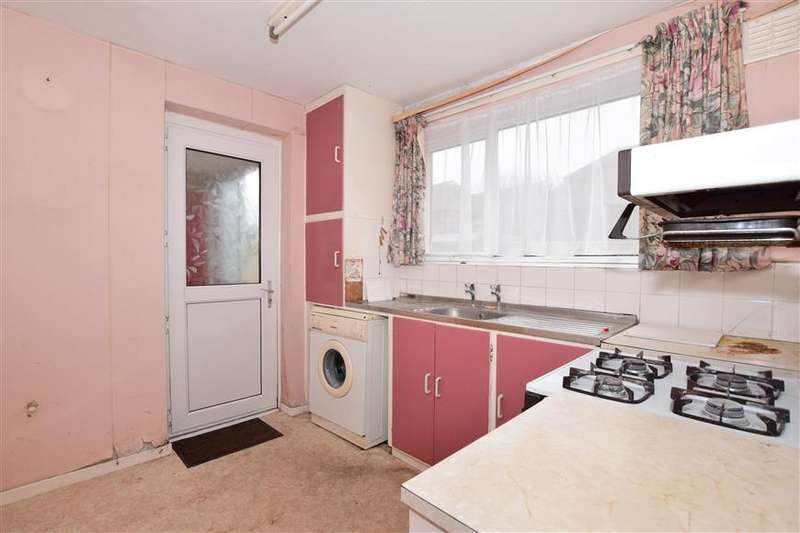 3 Bedrooms Semi Detached House for sale in Firs Close, Cheriton, Folkestone, Kent