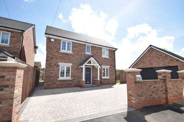 4 Bedrooms Detached House for sale in Beaumont Close, Great Wyrley, Staffordshire