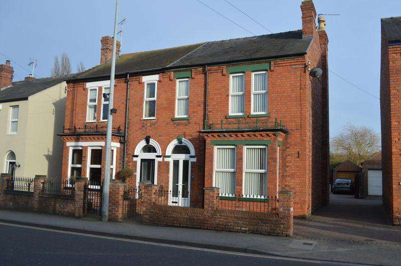 4 Bedrooms Semi Detached House for sale in Hykeham Road, Lincoln