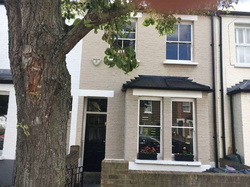 2 Bedrooms Property for sale in Priory Road, London