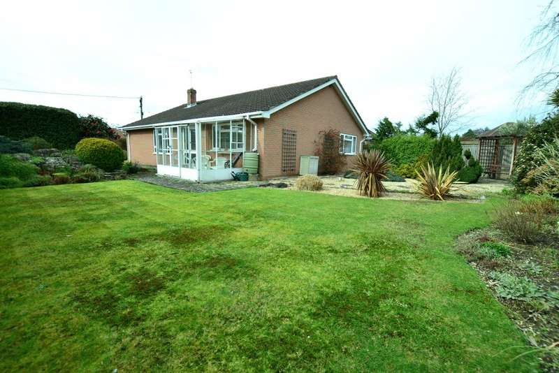 3 Bedrooms Detached House for sale in Fieldway, Ringwood, Hampshire, BH24