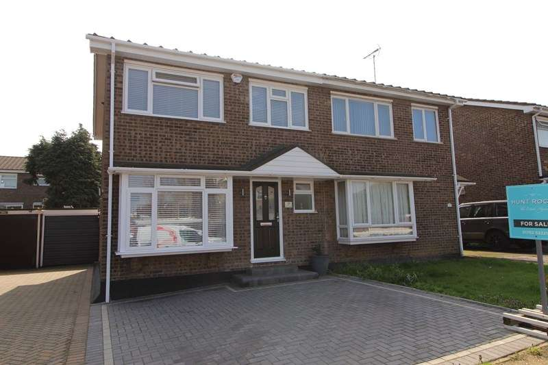 3 Bedrooms Semi Detached House for sale in Rowan Walk, Leigh-On-Sea