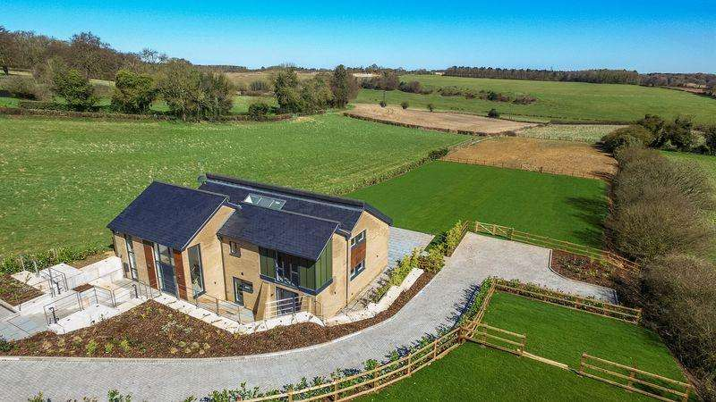 5 Bedrooms Equestrian Facility Character Property for sale in Goldmoss House, The Sedums, Common Road, Kensworth