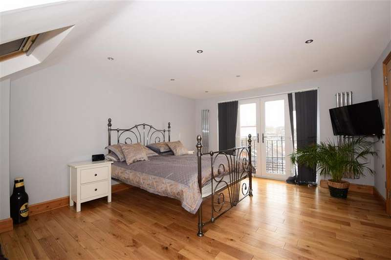 4 Bedrooms Semi Detached House for sale in Crooked Mile, Waltham Abbey, Essex