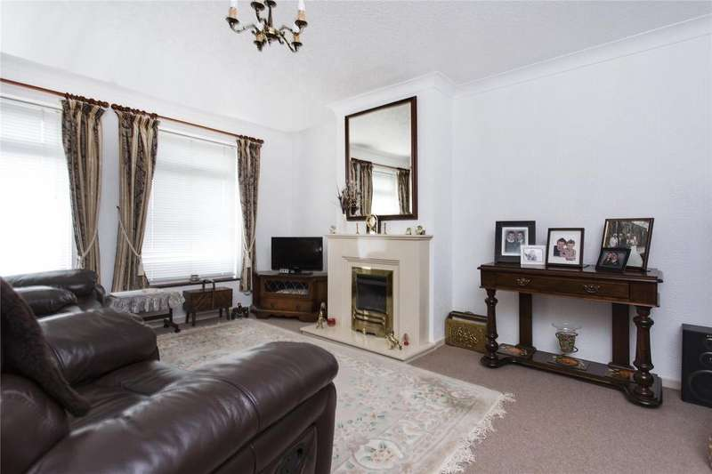 2 Bedrooms Detached Bungalow for sale in Quarryside Road, Mirfield, West Yorkshire, WF14