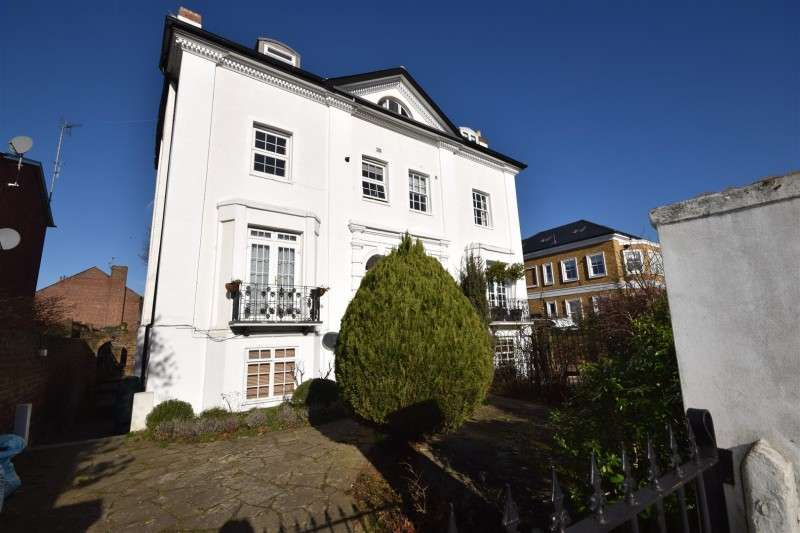 1 Bedroom Property for sale in Staines Road, Twickenham