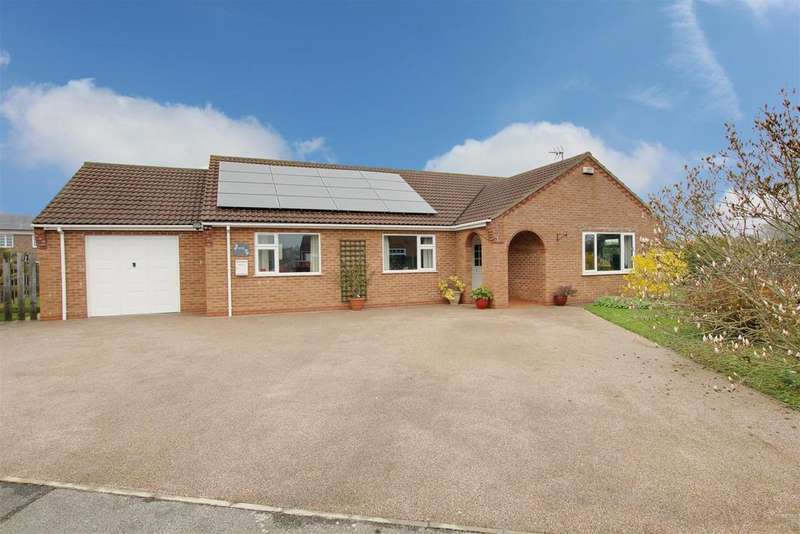 3 Bedrooms Detached Bungalow for sale in John Smith Close, Willoughby,