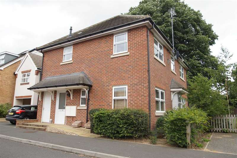2 Bedrooms Apartment Flat for sale in Swift Close, Cippenham, Slough