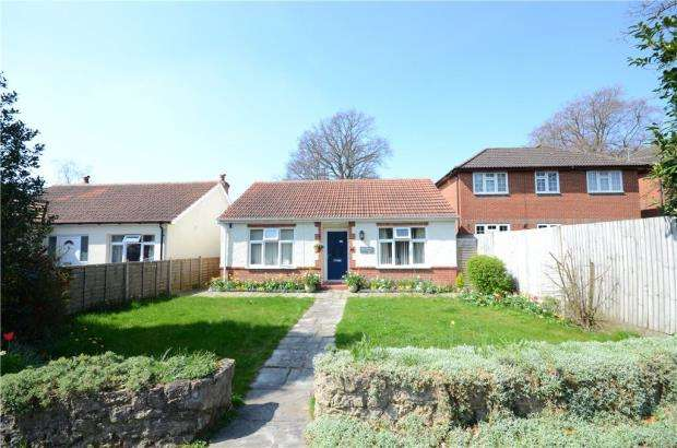 2 Bedrooms Detached Bungalow for sale in Church Lane, Farnborough, Hampshire