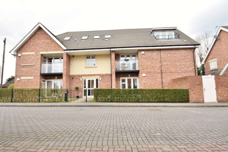 2 Bedrooms Penthouse Flat for rent in Grange View, Lester Grove, Hazlemere, Buckinghamshire, HP15