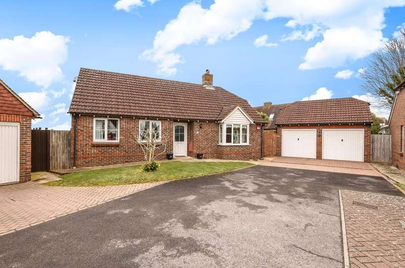 3 Bedrooms Detached Bungalow for sale in Abbotts Close, Boxgrove, PO18