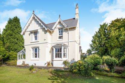5 Bedrooms Detached House for sale in Newton Abbot, Devon