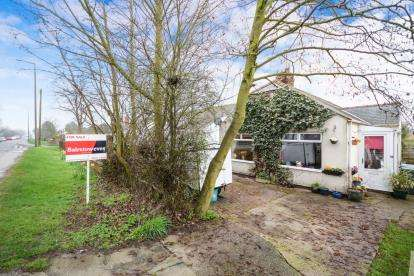 2 Bedrooms Bungalow for sale in Sleaford Road, Bracebridge Heath, Lincoln, Lincolnshire
