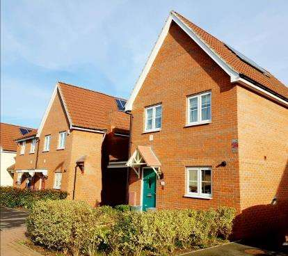 3 Bedrooms Detached House for sale in Harold Hill, Romford, Havering