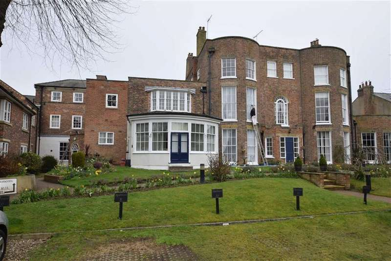 2 Bedrooms Flat for sale in The Avenue, Bridlington, East Yorkshire, YO16