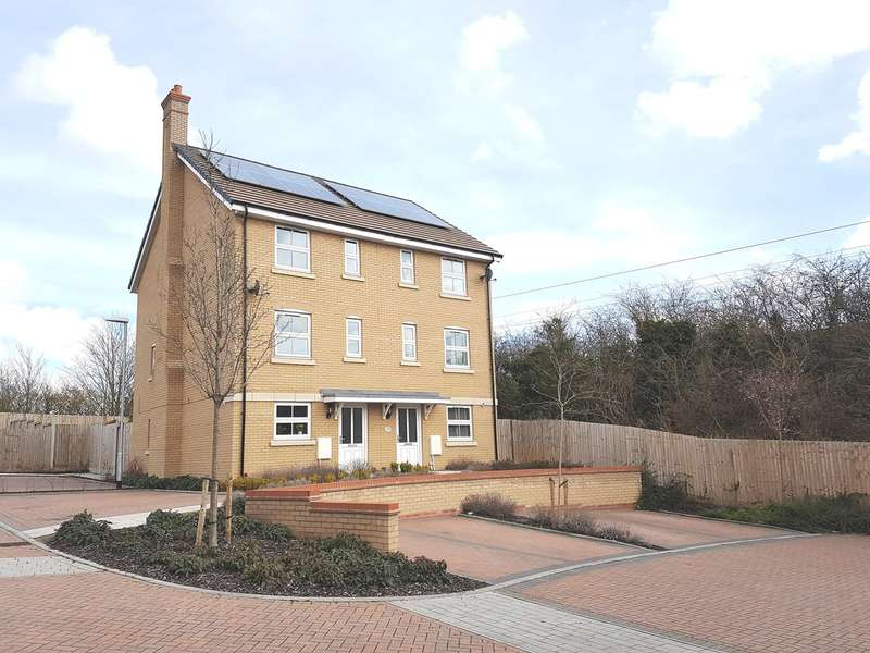 3 Bedrooms Semi Detached House for sale in Tynan Close, Royston, SG8
