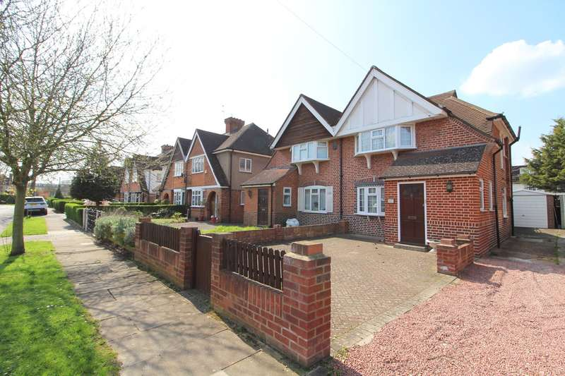 2 Bedrooms Semi Detached House for sale in Village Way, Ashford, TW15