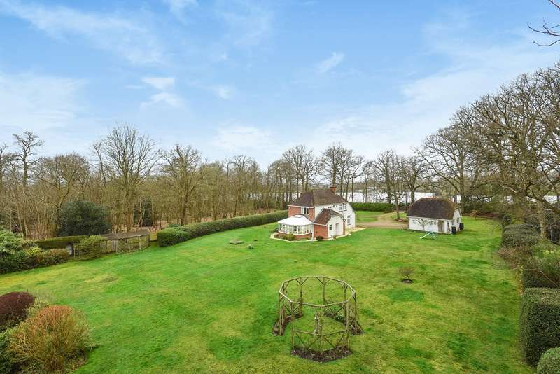 4 Bedrooms Detached House for sale in Dell Road, FINCHAMPSTEAD, RG40