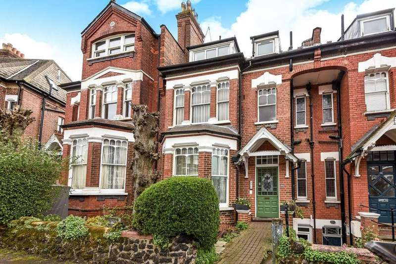 2 Bedrooms Flat for sale in Church Crescent, Muswell Hill