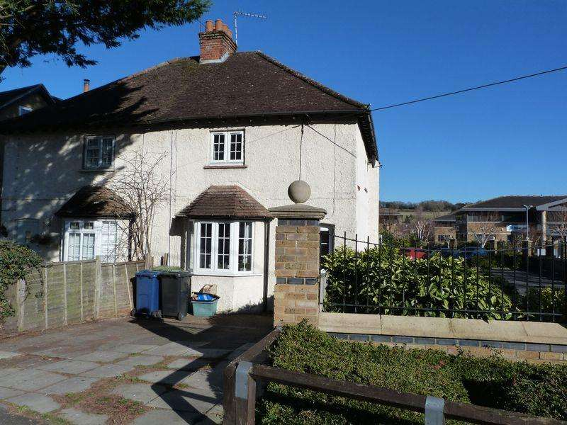 2 Bedrooms Semi Detached House for sale in Wycombe Lane, Wooburn Green